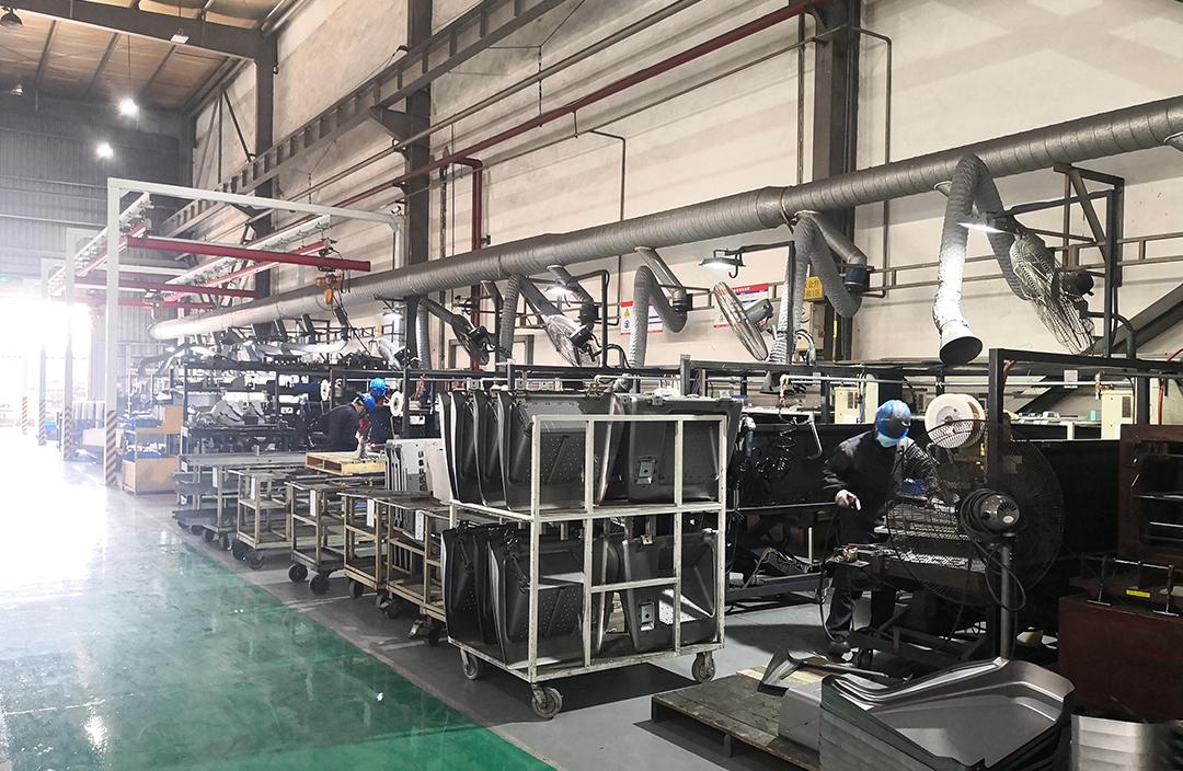 画像:神戸鈑金(成都)金属有限公司 KBC内大型プレス機