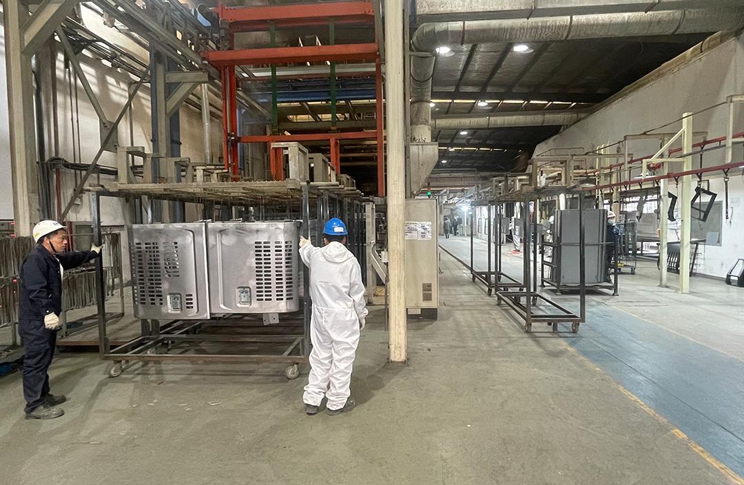 画像:神戸鈑金(無錫)金属有限公司 KBW内大型プレス機